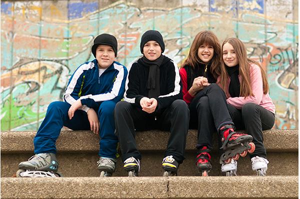 Adolescentes sentados